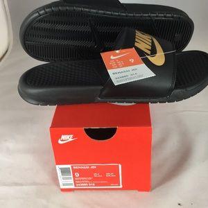 Nike Sandels